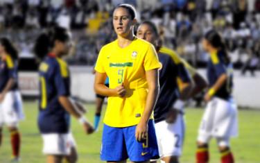 Paula Vicenzo marca 4 gols em sua estreia nos EUA